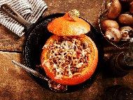 Рецепта Печена пълнена тиква с гъби, кайма и кашкавал на фурна
